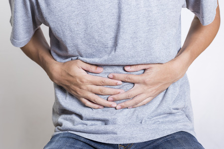 gripa: Hombre del dolor de estómago