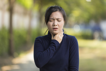 女性が喉の痛み 写真素材