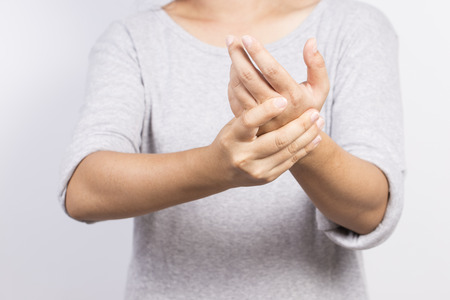 Die Frau hat Hand Schmerzen Standard-Bild - 58390715