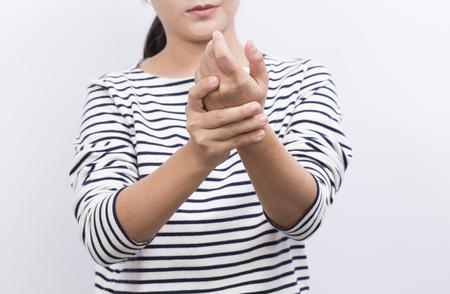 여자는 손의 통증이