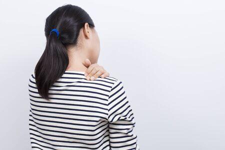 cansancio: La mujer tiene dolor en el hombro