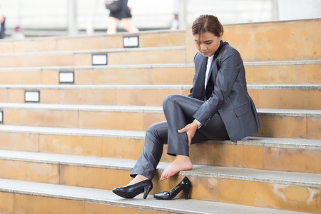 女性は足首の痛み