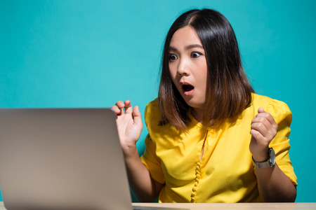 Woman has shock when she look at laptop 스톡 콘텐츠