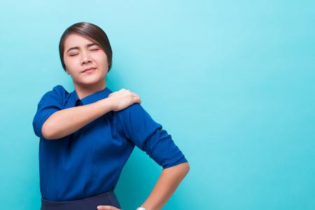 Woman has shoulder pain Reklamní fotografie