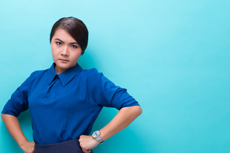 Angry woman standing on isolated blue background Imagens - 103538004