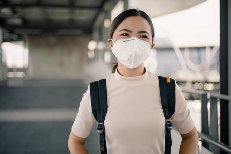 Femme portant le masque N95 Banque d'images