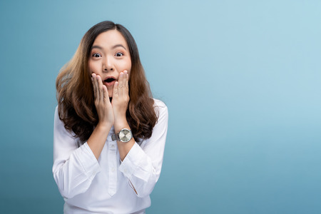 Portrait of excited woman isolated over background 免版税图像