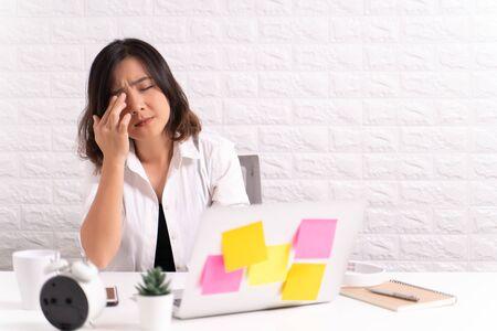 Woman has eyes pain at office