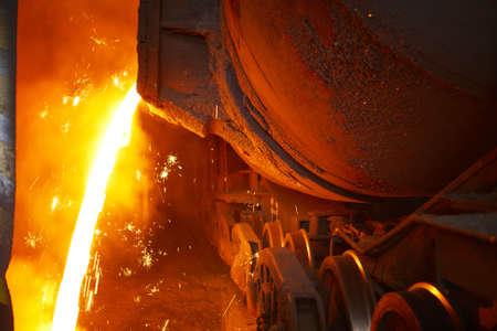 Molten heißem Stahl gießt - Industrial metallurgy