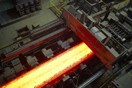 Acier chaud sur la ligne de production