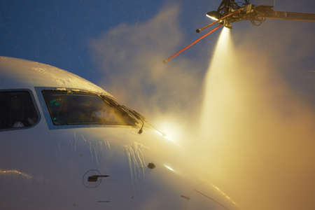 weather protection: De-icing of the airplane