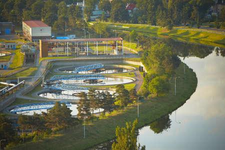 aguas residuales: Planta de tratamiento de aguas residuales en la salida del sol, Praga Foto de archivo