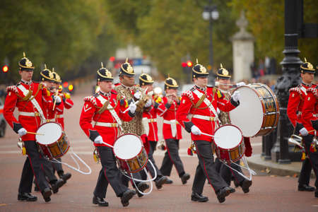 buckingham palace: Marching the Queens Guards during traditional Changing of the Guards ceremony at Buckingham Palace on October 25, 2012 in London, United Kingdom.
