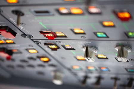tablero de control: Cockpit - cierre vista sobre el panel de control Foto de archivo