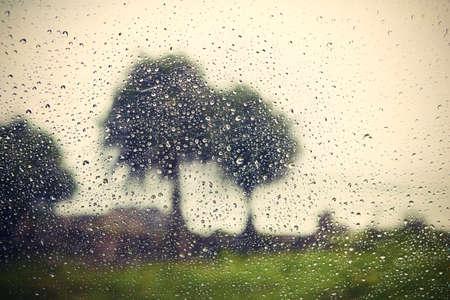 De fortes pluies - voir par la fenêtre