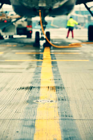Flugzeug am Flughafen parken - selektiven Fokus