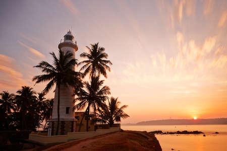 日の出 - スリランカ ゴールで砦の灯台