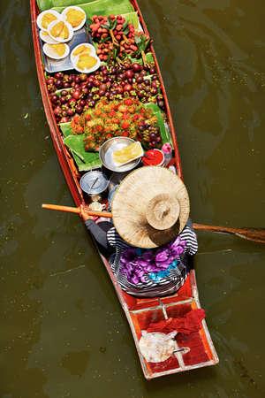 ferrying: Traditional floating market in Damnoen Saduak near Bangkok Stock Photo
