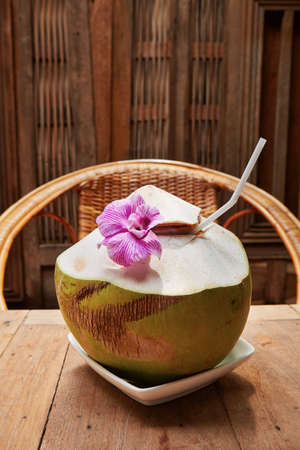 coconut drink: Tropical coconut drink with flower - Thailand