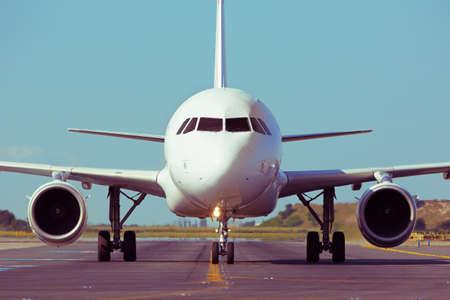 Vliegtuig taxiën om op te stijgen - retro kleuren