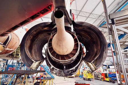 Motor van het vliegtuig onder groot onderhoud Stockfoto
