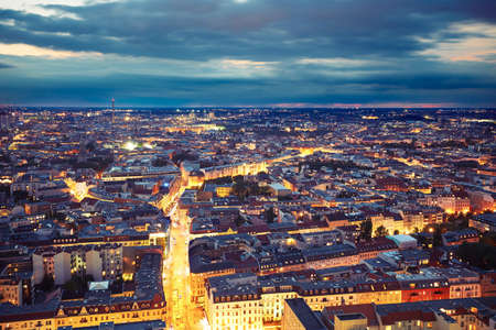 夜、ドイツ ベルリンのスカイライン
