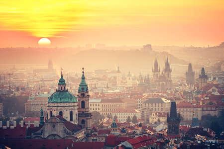 日の出 - チェコ共和国プラハの町並み