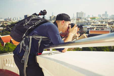 Młody fotograf robienia zdjęć w Bangkoku w Tajlandii Zdjęcie Seryjne