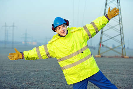reflective: Worker wearing reflective clothing with helmet.