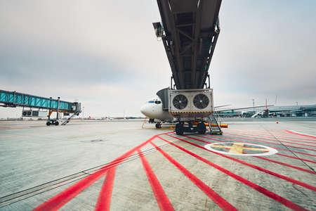 negocios internacionales: La vida cotidiana en el aeropuerto internacional. Preparación del avión antes del vuelo.