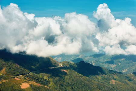 Fuffly 雲の中の田舎。マレーシアのボルネオ島の丘陵地の風景です。 写真素材