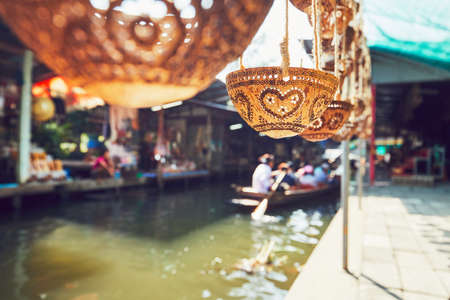 Carved coconut shells on the traditional floating market Damnoen Saduak in Ratchaburi Province near Bangkok, Thailand. Standard-Bild