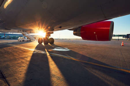 Landing gear of the airplane. Amazing sunset at the airport. Imagens