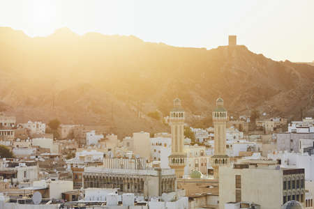 Cityscape view of Muscat city at sunset. The capital of Oman. 版權商用圖片 - 113363423