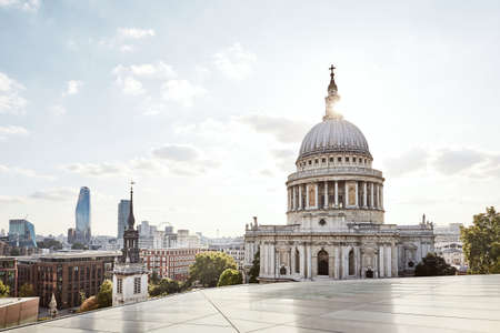 Urban skyline with St. Paul Cathedral at sunset. London, United Kingdom. Stockfoto