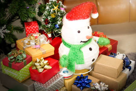 Snowman on the gift box On christmas,Happy new year 版權商用圖片