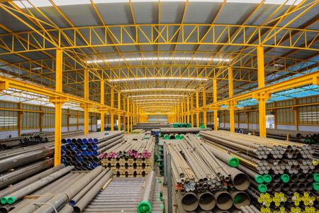 Stahlrohre Lagerung in Lagerhalle