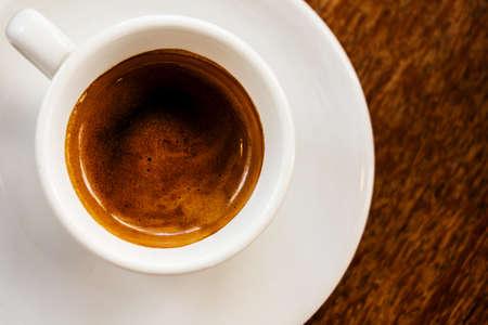 白いコーヒー カップの木製の背景