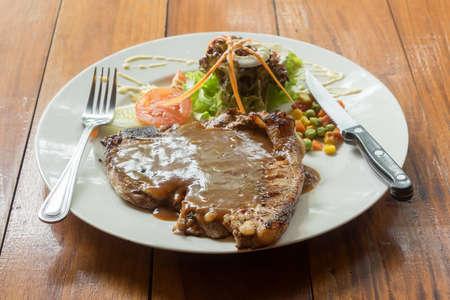 t bone: T bone steak in white plate on table