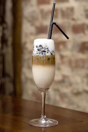 latte macchiato: coffee macchiato
