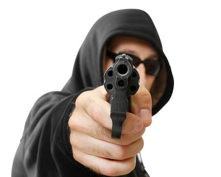 pistola: hombre dispara una pistola, g�ngster, se centran en la pistola, aislado en blanco