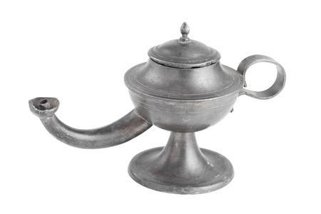 lampara magica: Lámpara de aceite árabe, lámpara de Aladino, aislado en blanco
