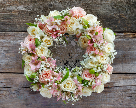 Roses wreath on wooden background. 版權商用圖片