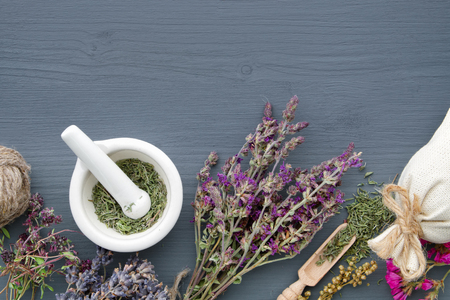 Bunches of healing herbs, mortar and sachet on board. Herbal medicine. Copy space for text. Top view, flat lay. 스톡 콘텐츠