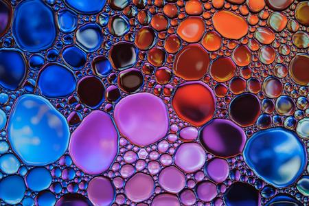 Hermosas gotas de agua abstractas de colores de fondo. Telón de fondo multicolor. Foto de archivo