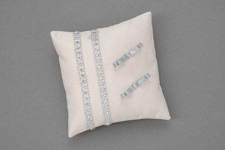 Beige Wedding Pillow for Rings. Reklamní fotografie - 121883783