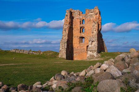 Ruins of Tower Shchitovka and Mindovg Castle in Novogrudok, Belarus. 版權商用圖片