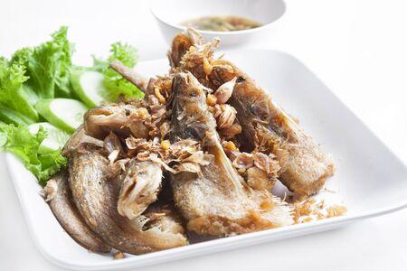 sheatfish: Sheatfish Bigote fritos con ajo y pimienta