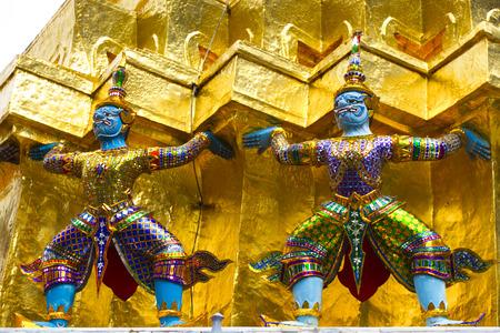giants: Twin little giants in the temple
