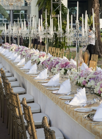 Der elegante Tisch Standard-Bild - 17901670